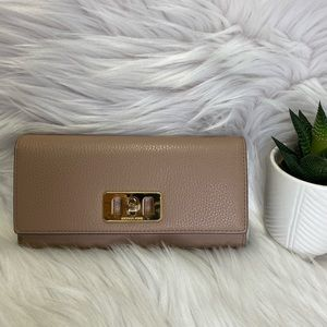 💗 Michael Kors Karson Flap Continental Wallet